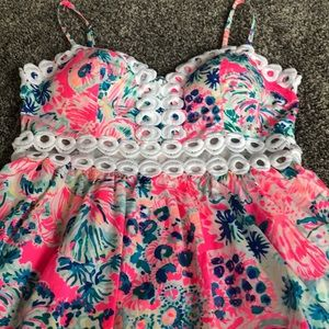 Lilly Pulitzer cute dress size 6! Cutout at waist